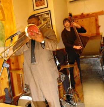 Haines and Gordon performing together in Harlem, New York. Source: stevehaines.com